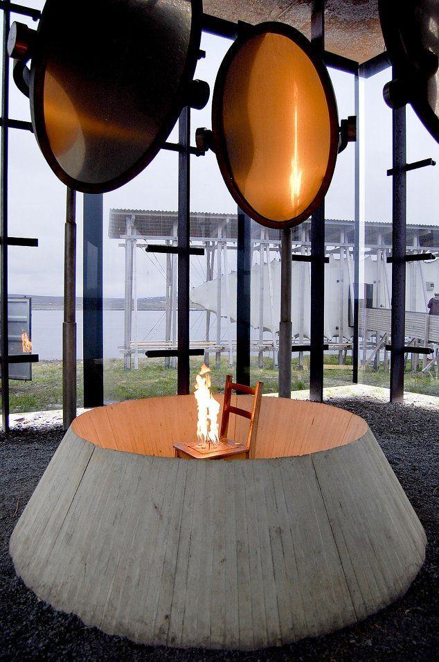 Instalaţia artistei Louise Bourgeois    (Foto: Pierre-Henry DESHAYES)