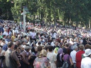 Mii de credinciosi in pelerinaj la Manastirea Nicula