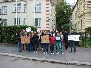 În fata Ambasadei României din Oslo - 1 septembrie