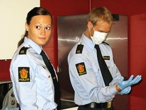 320px-Police_officers_securing_DNA