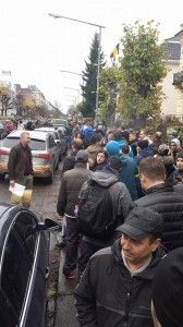 Ora 12:30, coada in fata sectiei de votare din Oslo. Foto: Konstantin Fodor, facebook