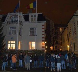 Grupul de români din Bergen la secția de votare din Oslo (500 de km distanță) pe 16 noiembrie 2014, la ora 5 dimineața. Foto: Diana Aftenie