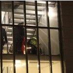Un baiat de 14 ani a injunghiat un tanar si a lovit doi politisti