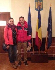 """Radu Mihai, un român din Rogaland, într-o fotografie pe facebook: """"Ambasada la Oslo VOTAT. Am plecat din Rennesøy la orele 23:00 (15.11.2014), ajuns la Ambasada la 06:35, votat la 07:30, ajuns acasa la 15:30 (16.11.2014) =1250 km. Sotia gravida in 5 luni."""""""